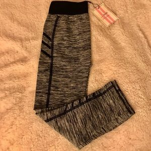 Pants - Capri high waisted active leggings